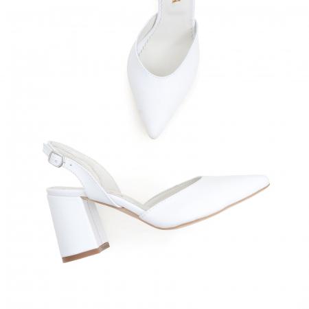 Pantofi cu varf ascutit decupati, cu bareta peste calcai, din piele naturala alba [2]