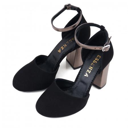 Pantofi cu varf rotund cu decupaj si bareta la calcai, din piele intoarsa neagra si piele laminata broz2