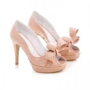 Pantofi din piele lacutia crem, cu funde supradimensionate1