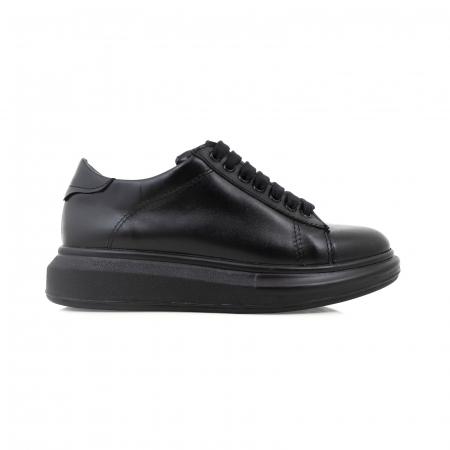Pantofi cu talpă groasă, realizati din piele naturala neagra0