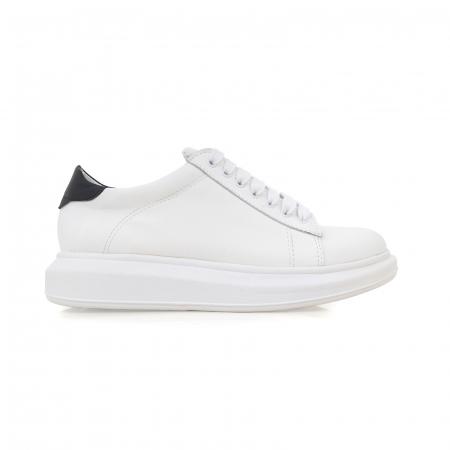 Pantofi cu talpă groasă, realizati din piele naturala alba0