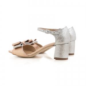 Sandale din piele laminata argintie si roze, cu funde duble.3