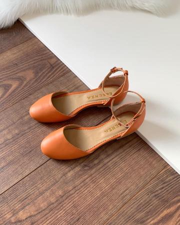 Balerini decupati pe laterale, cu bareta la staif, din piele naturala portocaliu-caramiziu0