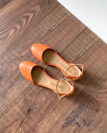 Balerini decupati pe laterale, cu bareta la staif, din piele naturala portocaliu-caramiziu2