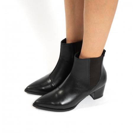 Ciocate scurte,  cu elastic, din piele naturala neagra [1]