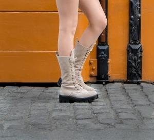 Combat Boots din piele intoarsa crem1