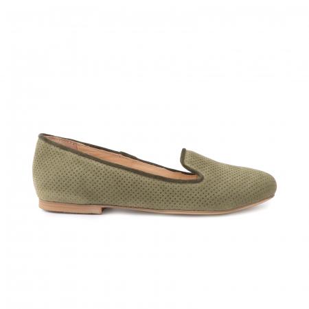 Pantofi confortabili si foarte usori, relizati din intoarsakaki cu perforatii0