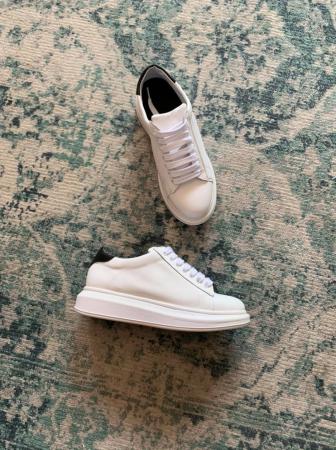 Pantofi cu talpă groasă, realizati din piele naturala alba si neagra2