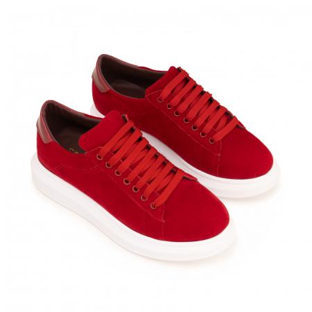 Pantofi cu talpă groasă, realizati din catifea rosie si piele naturala rosie.2