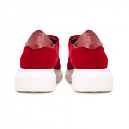 Pantofi cu talpă groasă, realizati din catifea rosie si piele naturala rosie.4