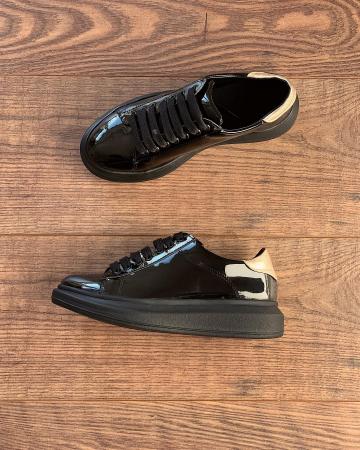 Pantofi cu talpă groasă, realizati din piele naturala lacuita neagra si aurie1