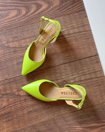 Pantofi cu varf ascutit decupati, cu bareta peste calcai, din piele naturala verde neon [3]