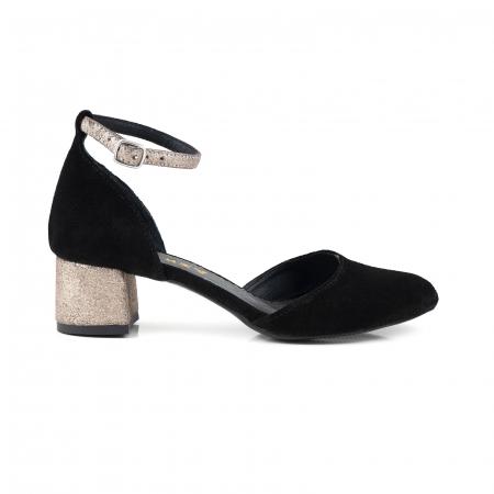 Pantofi cu varf rotund, cu decupaj si bareta la calcai, din piele intoarsa neagra si piele auriu glitter.0