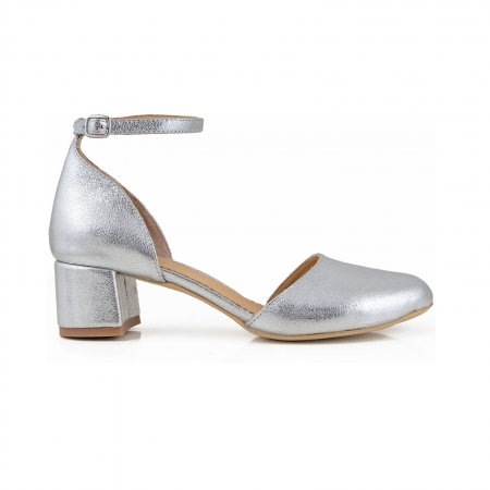 Pantofi cu varf rotund cu decupaj si bareta la calcai, din piele laminata argintie [0]