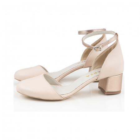 Pantofi cu varf rotund, cu decupaj si bareta la calcai, din piele nude rose si piele sidefata bronz [1]