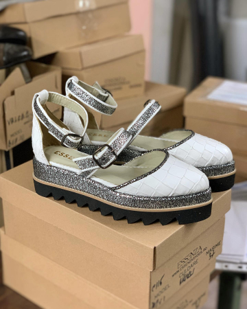 Pantofi decupati, din piele naturala cu textura tip croco si piele texturata in nuante de negru si argintiu [1]