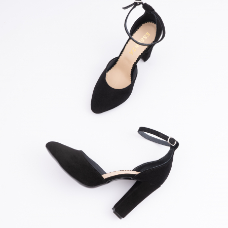 Pantofi din piele intoarsa neagra, cu varf semi-ascutit si decupaj interior si exterior.3