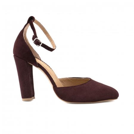 Pantofi din piele intoarsa visinie, cu varf semi-ascutit si decupaj interior si exterior0