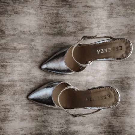Pantofi din piele laminata, argintiu crapat, cu varf ascutit si decupaj0