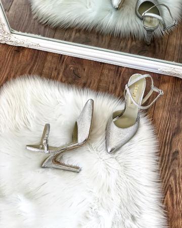 Pantofi din piele laminata argintiu texturat, cu varf ascutit [0]