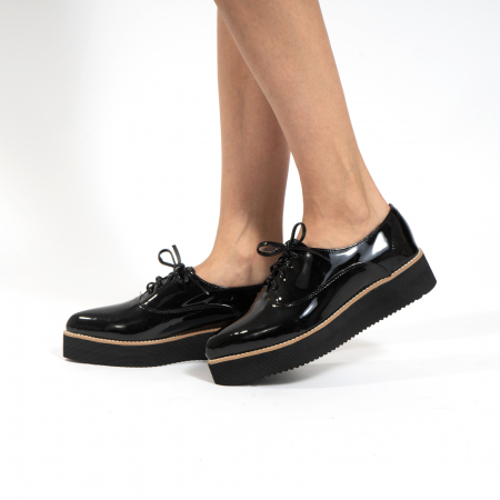 Pantofi oxford, cu varf ascutit, din piele naturala lacuita, neagra.0