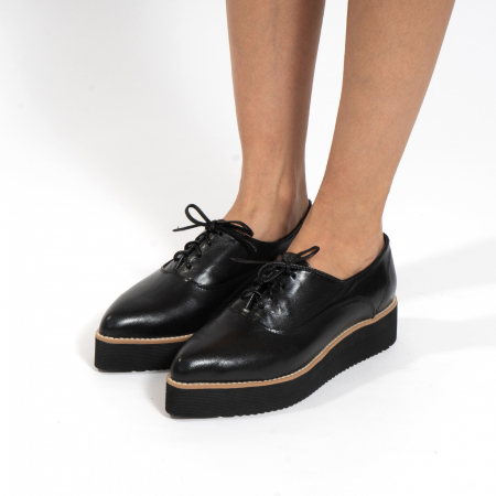 Pantofi oxford, cu varf ascutit, din piele naturala neagra.3