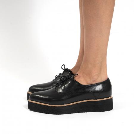 Pantofi oxford, cu varf ascutit, din piele naturala neagra.1