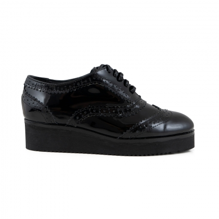 Pantofi oxford, din piele lacuita neagra0