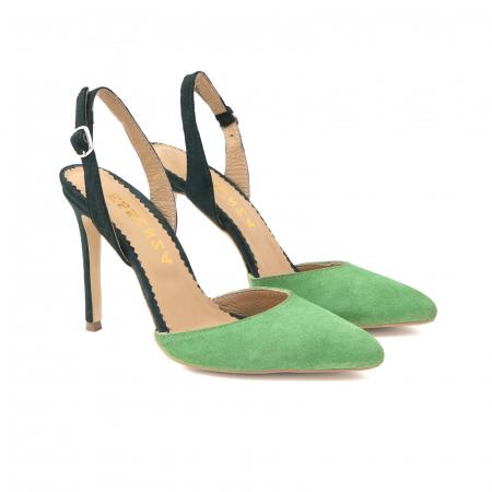 Pantofi stiletto decupati cu bareta de sustinere la calcai. Realizati dinpiele intoarsa verde deschis si verde inchis. [2]