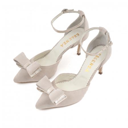 Pantofi stiletto decupati, din piele intoarsa off white si piele laminata aurie. [1]