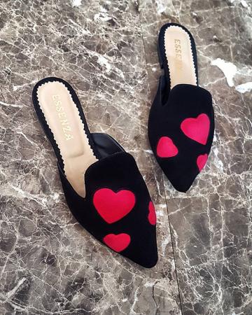 Saboti din piele intoarsa neagra cu inimi rosii1
