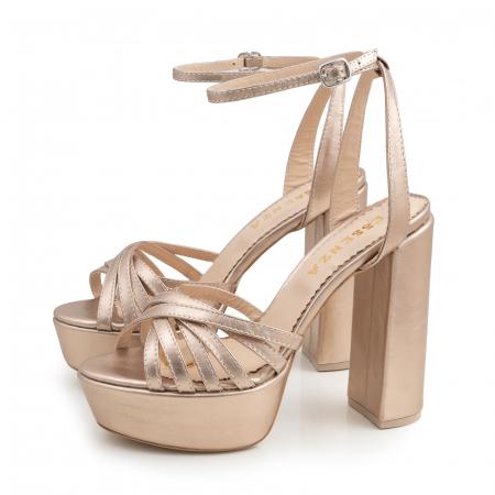 Sandale cu barete subtiri, din piele laminata aurie1