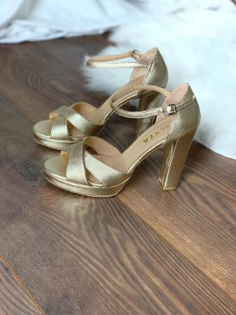 Sandale cu platforma, din piele laminata aurie auriu pal0