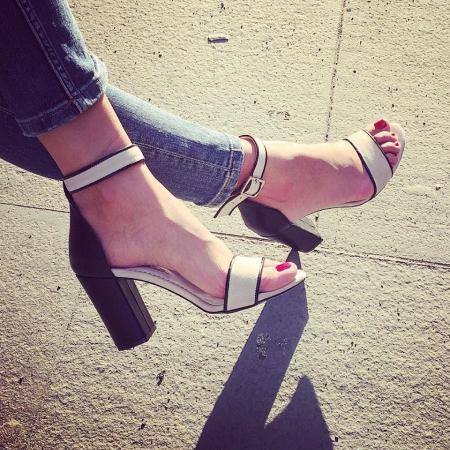 Sandale cu toc gros negru si bejÎnapoiÎnchideAnteriorulUrmătorul4