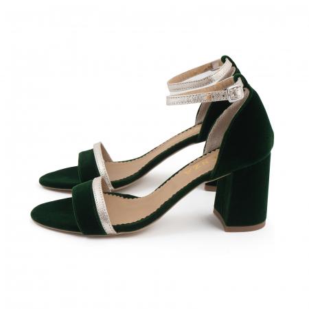 Sandale cu toc patrat, din piele laminata argintie si catifea verde1