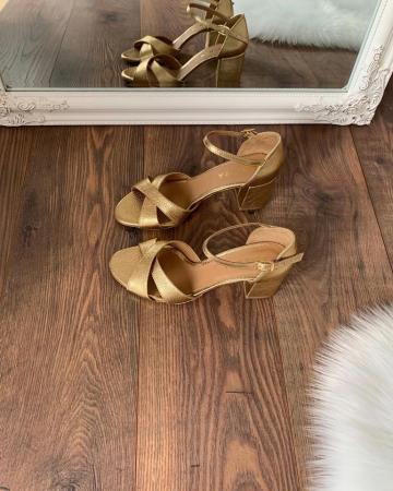 Sandale din piele aurie, cu toc gros0
