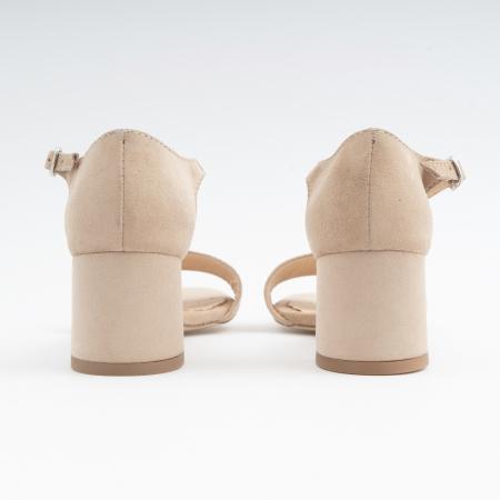 Sandale din piele intoarsa crem, cu toc patrat imbracat in piele.3