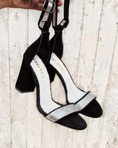 Sandale din piele intoarsa neagra si piele laminata argintie1