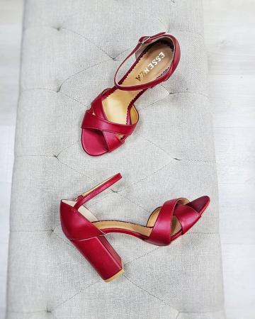 Sandale din piele naturala rosu burgund, cu toc gros se le ofera stabilitate1
