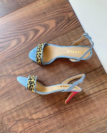 Sandale elegante din piele intoarsa albastru deschis, piele nabuc roz ciclam si piele cu animal print tip leopard. [0]