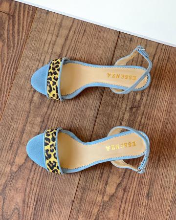 Sandale elegante din piele intoarsa albastru deschis, piele nabuc roz ciclam si piele cu animal print tip leopard. [2]