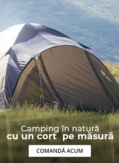 Camping in natura cu un cort pe masura