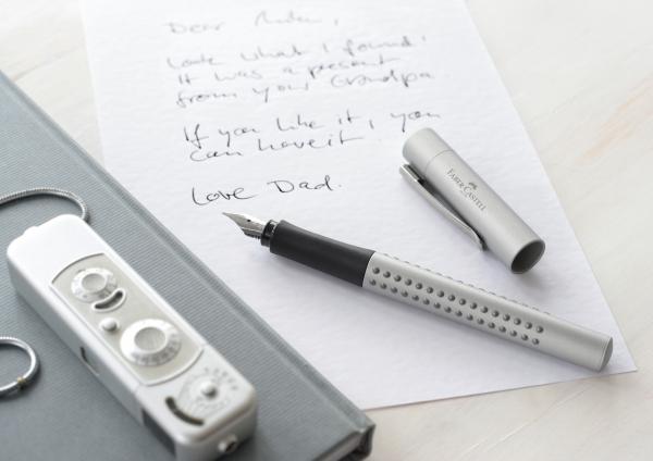 Stilou Grip 2011 Argintiu Faber-Castell 2
