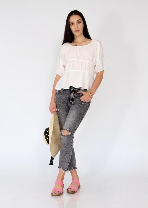 Jeans detaliu rupt, nefinisati. 0