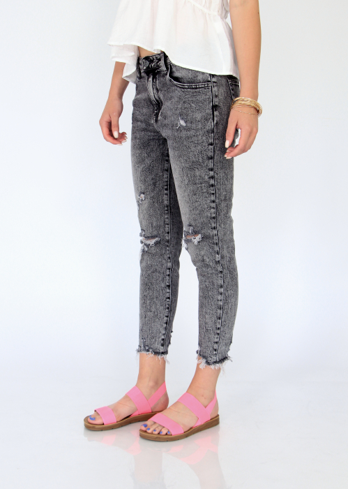 Jeans detaliu rupt, nefinisati. 3