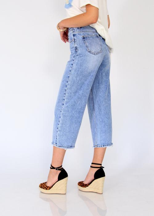 Pantaloni din denim evazati. 2