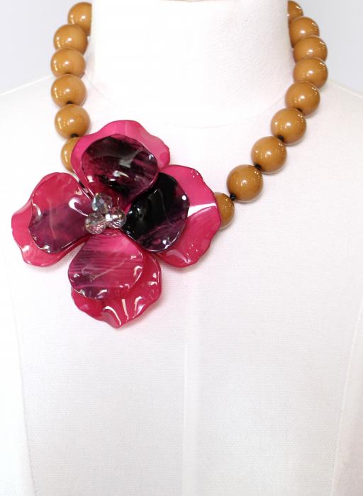 Colier cu floare mare roz 1