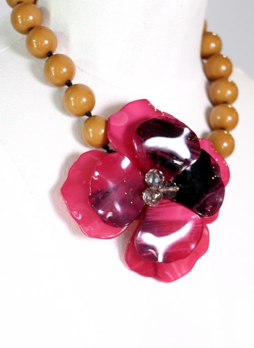 Colier cu floare mare roz 0