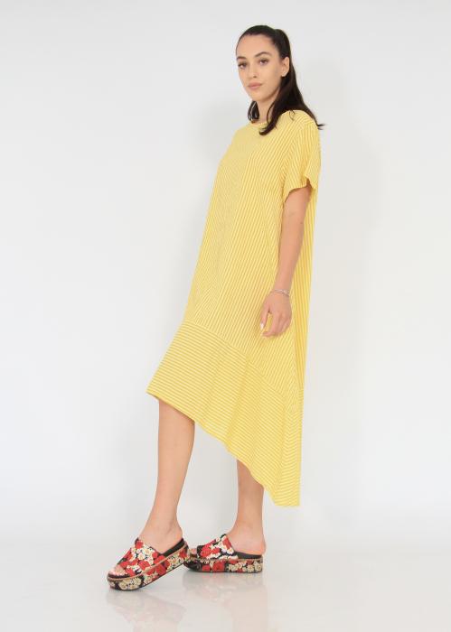Rochie lunga cu maneci usor asimetrica 1