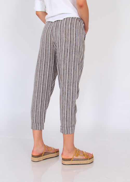 Pantaloni cu dungi fine 3
